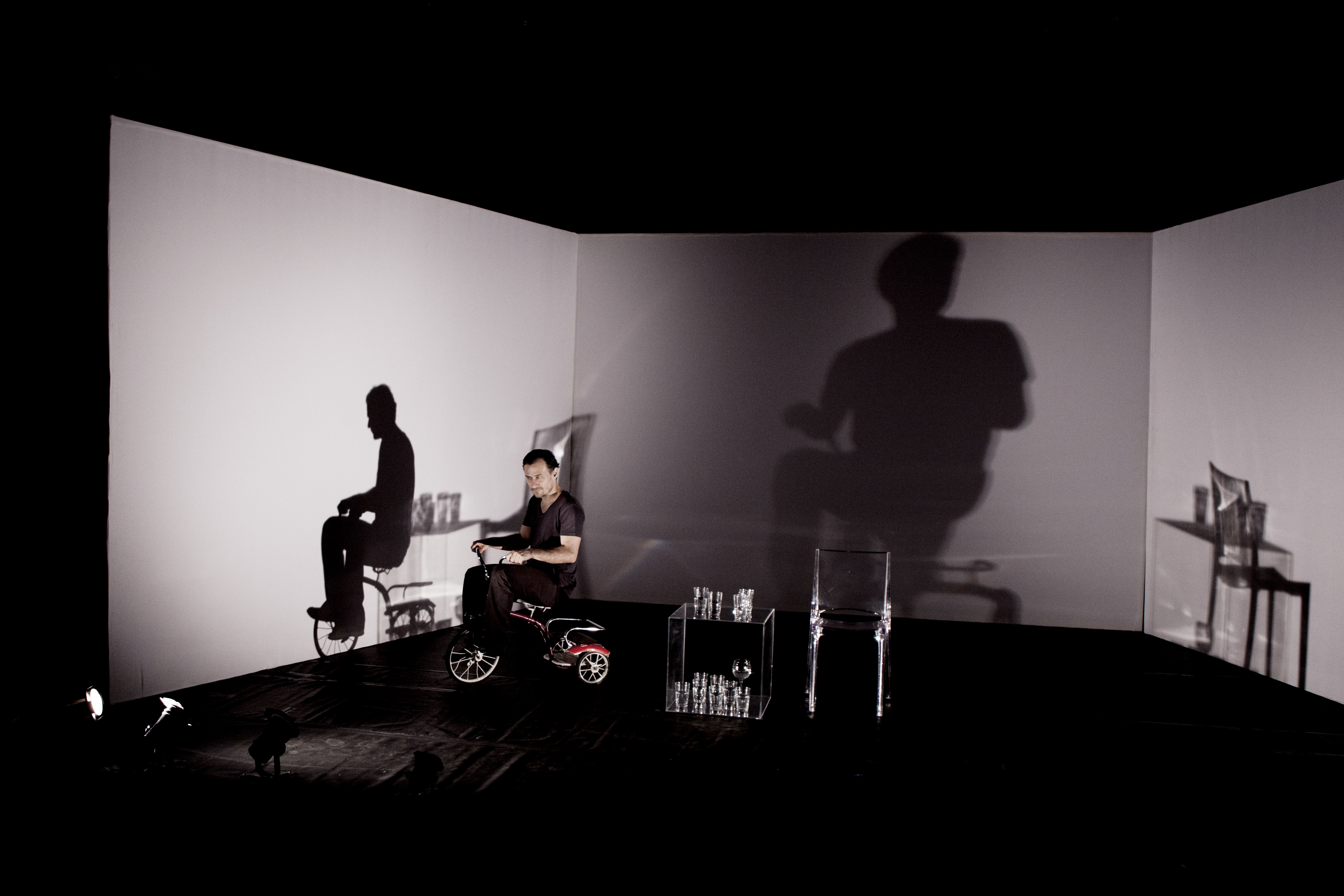 Cine Monstro, de Daniel MacIvor, com Enrique Diaz