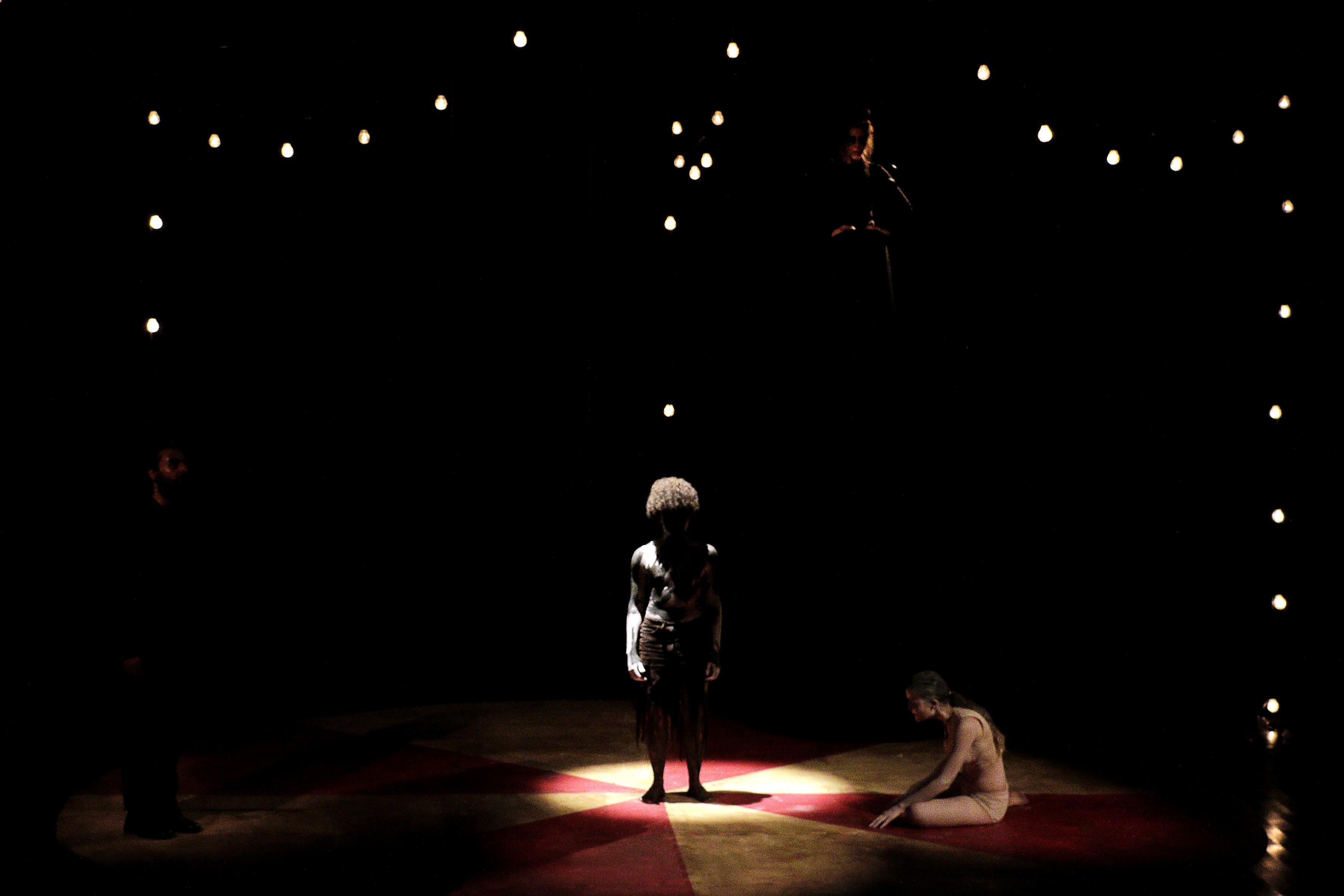"""""""Satan Circus"""", texto de Paulo Zwolinski e direção de Eduardo Ramos, apresentado na MOstra de Dramaturgia do Sesi-Teatro Guaíra. Foto de Lidia Sanae."""